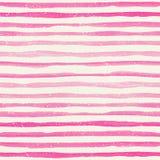 与桃红色水平的条纹的水彩无缝的样式在水彩纸纹理 免版税图库摄影