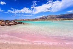 与桃红色沙子的Elafonissi海滩在克利特 库存照片