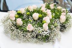 与桃红色花的构成 背景 自然 免版税库存图片