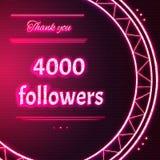 与桃红色霓虹文本的卡片感谢您四千4000个追随者 免版税库存图片