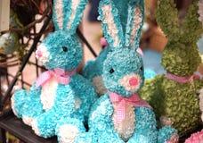 与桃红色鼻子的蓝色兔宝宝 免版税库存图片