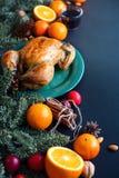 与桔子黑表的被烘烤的整鸡 免版税库存照片