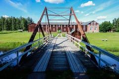 与桥梁的历史建筑在芬兰 图库摄影