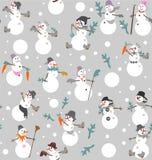与桶、起动、手套、红萝卜和冷杉的滑稽的雪人s分支 库存照片