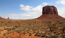 与梅里克小山的风景 免版税库存图片