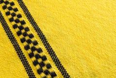 与检查的黄色布料 免版税库存图片