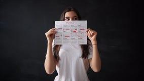 与棉花棉塞的月经日历,特写镜头 股票视频