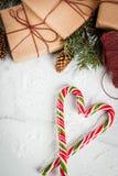 与棒棒糖的圣诞节背景 图库摄影