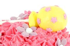 与棒棒糖的蛋糕 免版税库存照片