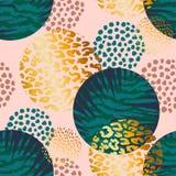 与棕榈和动物印刷品的时髦无缝的异乎寻常的样式