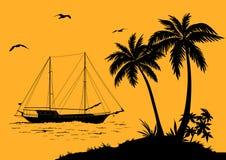 与棕榈和船剪影的海风景 库存图片