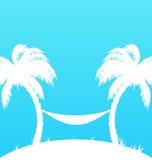 与棕榈树和吊床的热带天堂背景 免版税库存照片