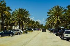 与棕榈的迈阿密海滩carpark 免版税图库摄影