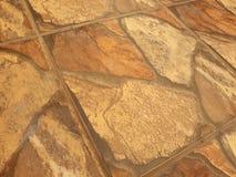 与棕色混杂的地板的古色古香的地板 免版税库存图片