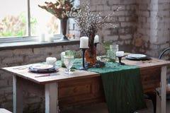 与椅子的土气dinning的桌 库存图片