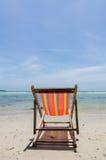 与椅子的海滩 库存照片
