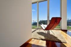 与椅子的空间视图 免版税图库摄影