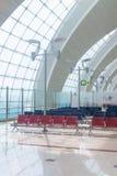 与椅子的迪拜阿拉伯联合酋长国离开等候室 图库摄影