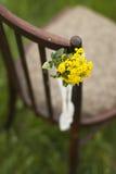 与植物布置的葡萄酒椅子仪式的 免版税库存图片