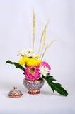 与植物群的陶瓷器 图库摄影