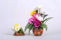 与植物群的陶瓷器 免版税库存图片