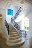 与楼梯的好的内部 免版税库存照片