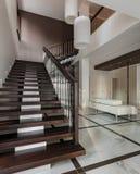 与楼梯的豪华大厅内部 库存照片