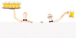 与横幅和啤酒的商人 免版税库存照片