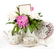 与横幅的茶杯添加,框架和pi介子 库存图片