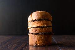 与橄榄凤尾鱼汤橄榄酱的意大利节日糕点三明治 免版税库存图片