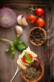 与橄榄油的意大利面食 免版税库存图片