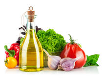 与橄榄油的新鲜蔬菜 免版税库存照片