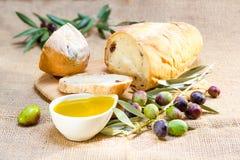 与橄榄油的Ciabatta面包。 免版税图库摄影