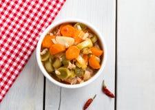 与橄榄油,土耳其食物, Zeytinyagli pirasa的韭葱 库存照片