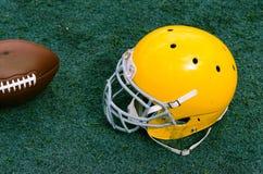 与橄榄球盔的体育场草对此 免版税库存照片