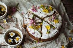 与橙风味的可口新鲜的自创饼,牛奶,黄油,鸡蛋 库存图片