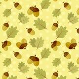 与橡木叶子和橡子的无缝的秋天样式 免版税图库摄影