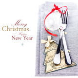 与欢乐桌餐位餐具和圣诞节de的圣诞卡 免版税库存照片