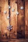 与欢乐装饰品和雪花的圣诞节背景在ol 库存照片