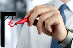 画与欧元的女实业家一真正gibbet由一支红色笔 免版税库存照片