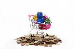 与欧洲硬币的抽象购物构成 免版税图库摄影