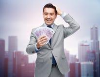 与欧洲金钱的愉快的笑的商人 免版税库存照片