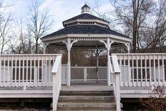 与步和篱芭的白色眺望台 库存图片