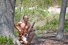 与步枪的印地安人 库存照片