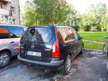 与残破的挡风玻璃在最后,立陶宛的车祸 免版税库存图片