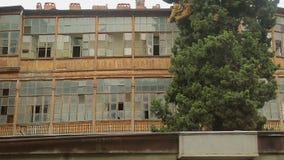 与残破的窗口,被放弃的贫民窟,贫寒的年迈的块大厦损坏了区域 股票录像