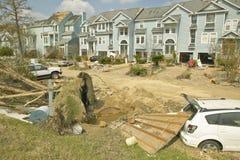 与残骸的连栋房屋由Hurricane大量地击中了 免版税库存照片