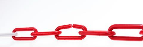 与残破的元素的红色链子在白色 免版税图库摄影
