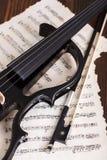 与比分的电小提琴细节 库存图片