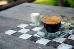 与比赛的浓咖啡咖啡 免版税库存图片